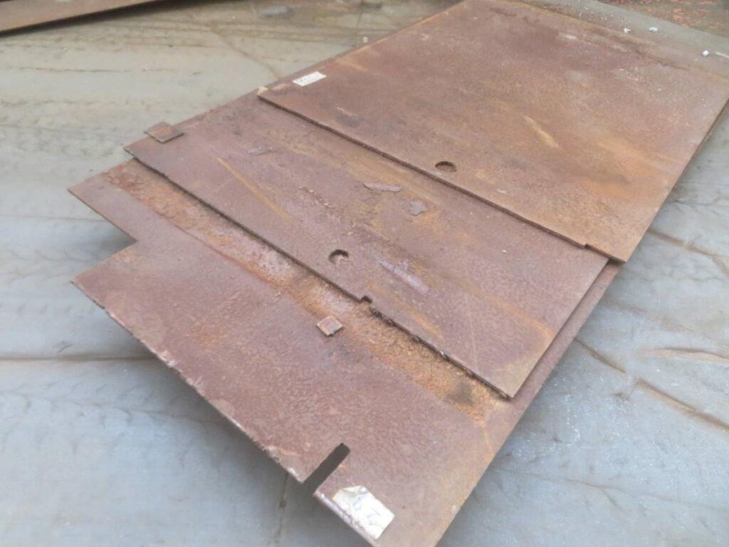油谷№6041 鉄板 板厚9㎜ 横手1570㎜×奥行き1220㎜